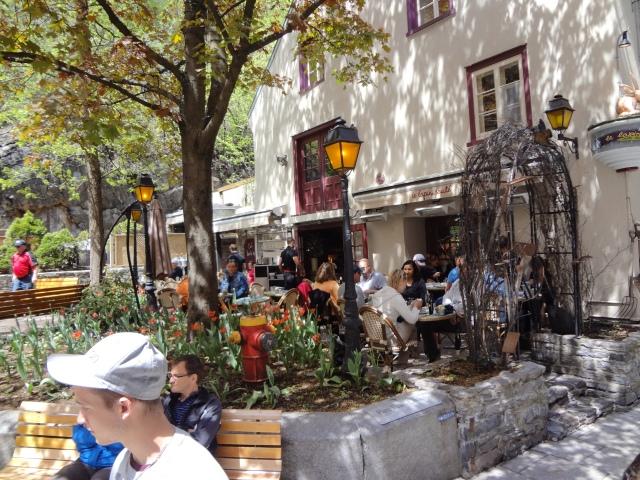 patio lapin saute quebec city brunch