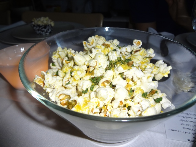 SQ7: Savoury popcorn dressed with olive oil, nutritional yeast and parsley