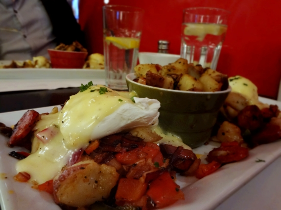 Restaurant L'Avenue Brunch Montreal Travel